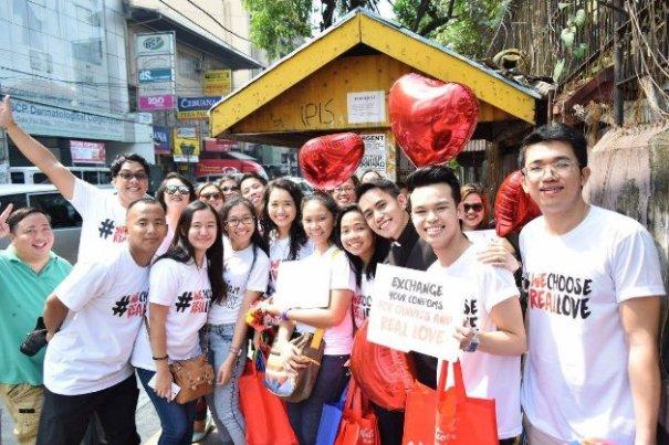 filipinosforlife_candy_giving_group_photo_20160214